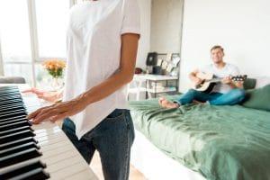 Gitarren-Akkorde auf Klavier übertragen – so geht's