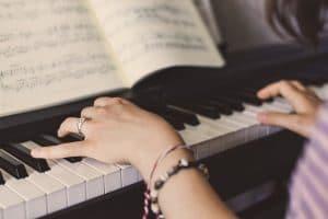 Die 5 besten Fingerübungen für Akkorde am Klavier (PDF)